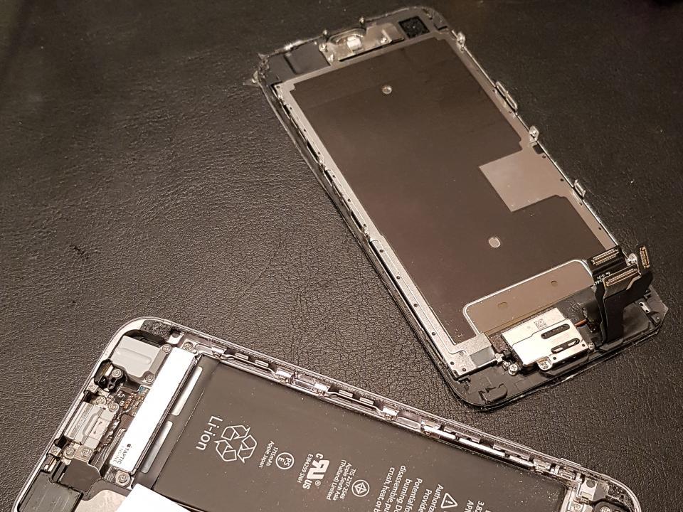 Замена экрана смартфона